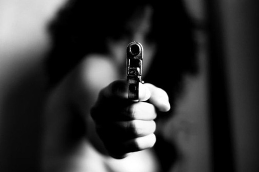 girl_with_gun_01