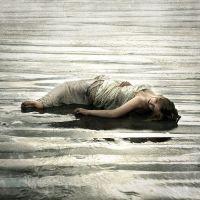 sad-girl-missing-memories-lovesove