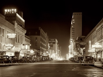 Elm_St_at_night_Dallas_TX_1942